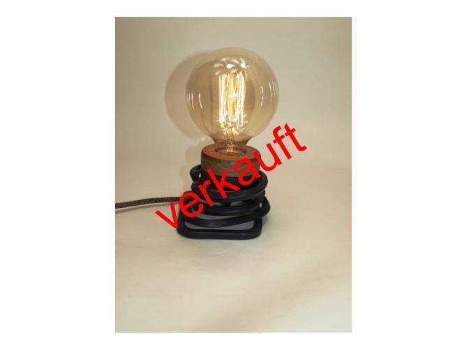 Glühfadenlampe im Schmiedeisendesign